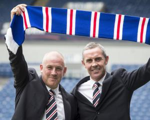 Thompson pens Rangers deal