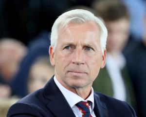 Alan Pardew in frame to become Norwich