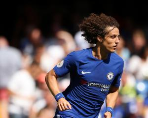 Conte hopes Luiz can play against Atletico Madrid with broken wrist