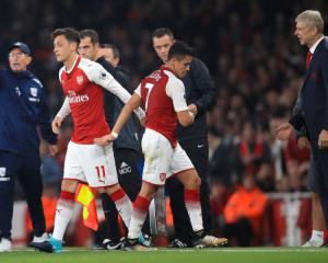 Wenger: Arsenal may be forced to sell Alexis Sanchez and Mesut Ozil in January