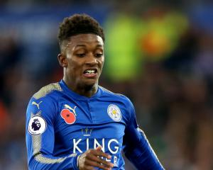 Demarai Gray signs new Leicester contract