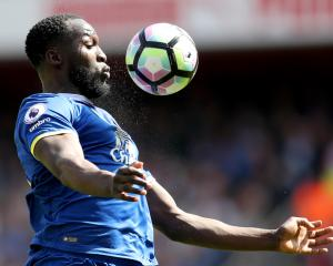 Chelsea make Lukaku top transfer priority, United open to offers for Smalling - Transfer News