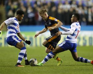 Brighton cut gap to top spot as Newcastle held by Reading