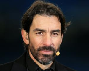 Robert Pires tells Arsenal fans to be patient with Alexandre Lacazette