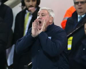 Aston Villa boss Steve Bruce defends Mike Dean ahead of Tottenham clash