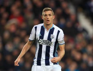 Stoke agree deal to sign midfielder Darren Fletcher
