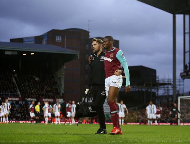 West Ham left to sweat on Diafra Sakhos thigh injury