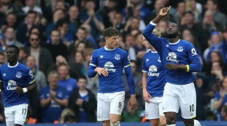 Romelu Lukaku at the double as Everton halt Leicester charge
