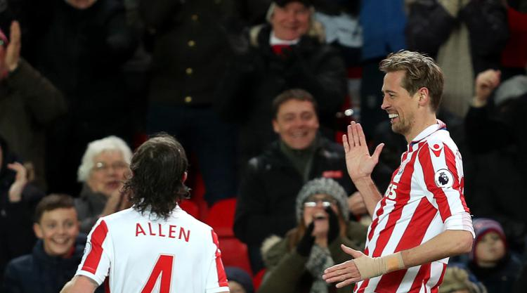 Stoke's Peter Crouch joins Premier League 100 club but Everton clinch point