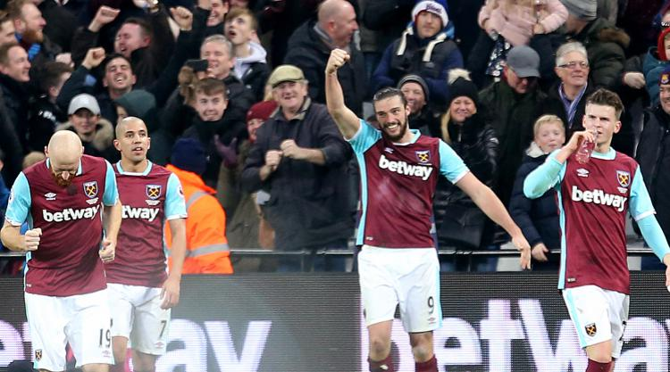 Carroll stunner helps sink Palace as Hammers make light of Payet absence