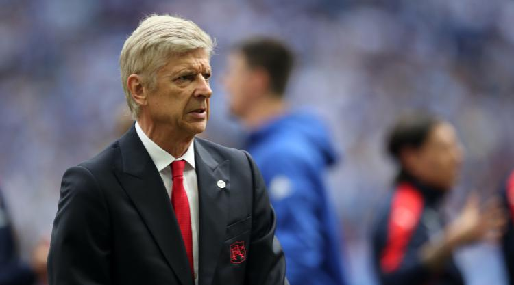 Wenger could leave Arsenal 'totally in the lurch' by walking this week - Wright